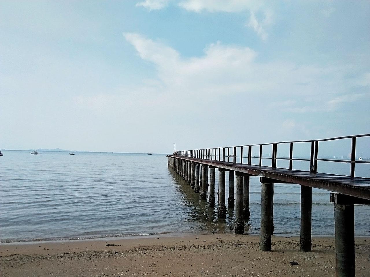 หาดบางเสร่ สัตหีบ ชลบุรี