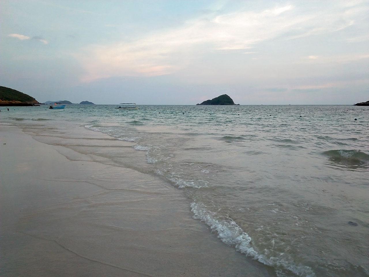 น้ำใสๆน่าเล่นมาก หาดนางรำ สัตหีบ ชลบุรี