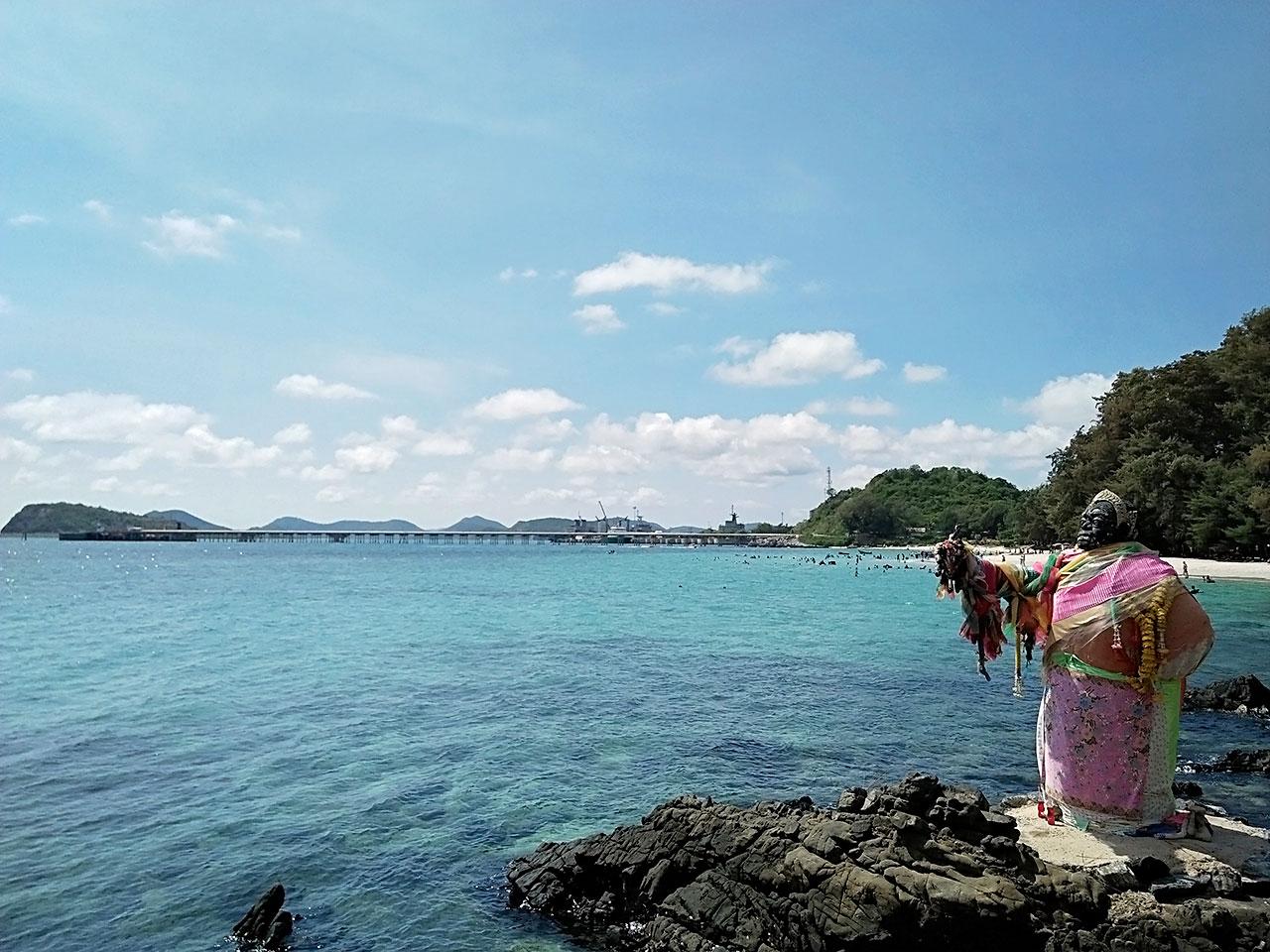 รูปปั้นนางผีเสื้อสมุทร หาดนางรำ สัตหีบ ชลบุรี