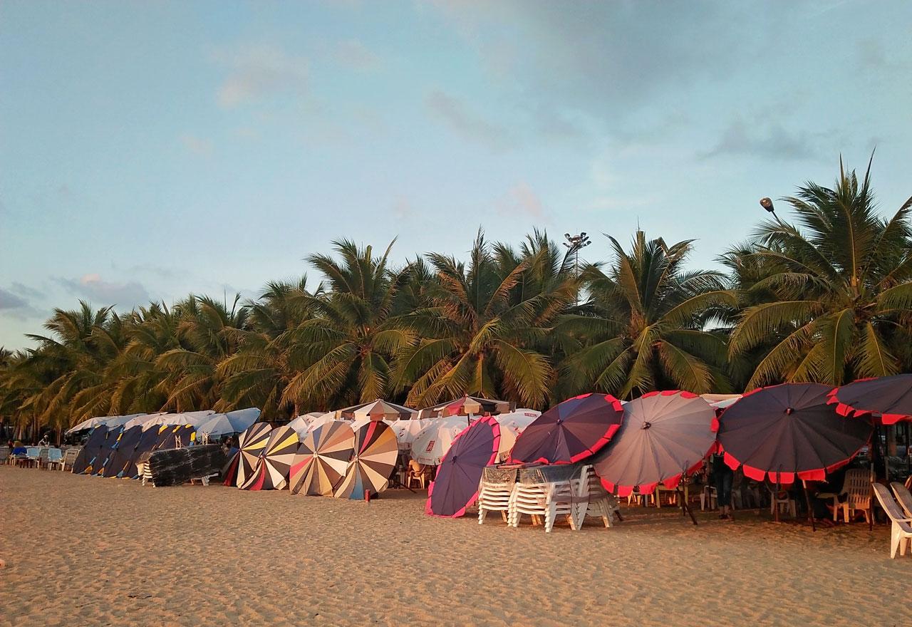 หาดบ้านอำเภอ สัตหีบ จังหวัดชลบุรี