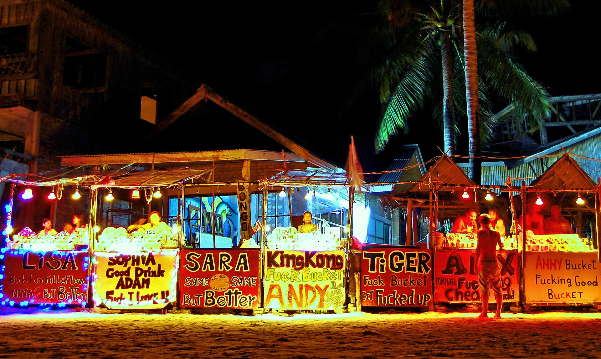 Full-Moon-Party-Koh-Phangan-Thailand-Samui-Buckets-Bars