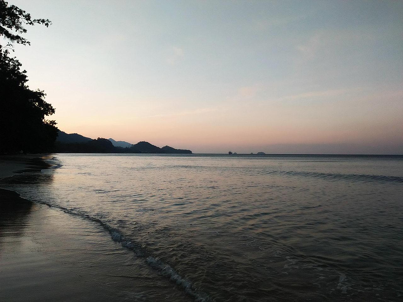 หาดทรายขาว เกาะช้าง จังหวัดตราด